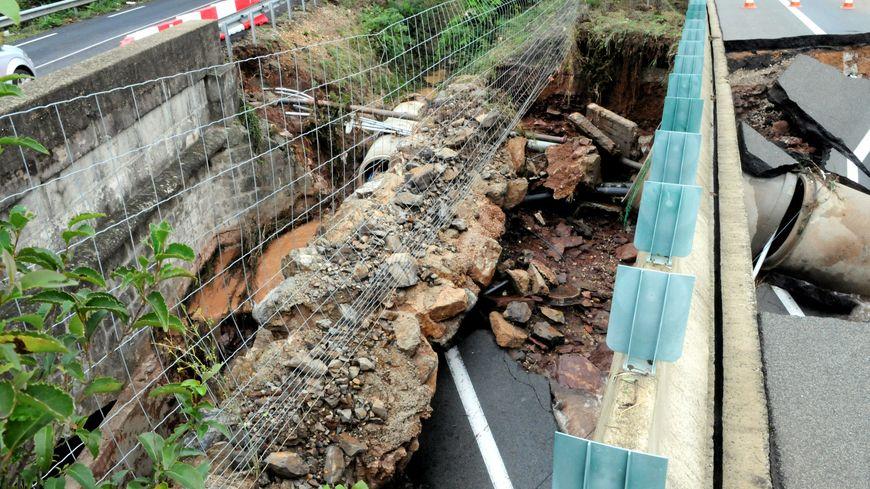 Les dégâts sur l'A75 après les intempéries de septembre 2015