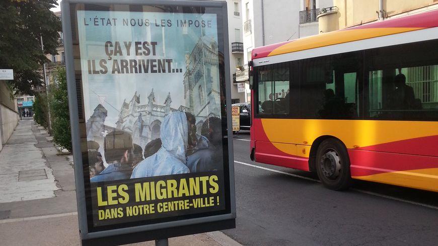 Des affiches pour dénoncer l'ouverture d'un centre d'accueil de migrants