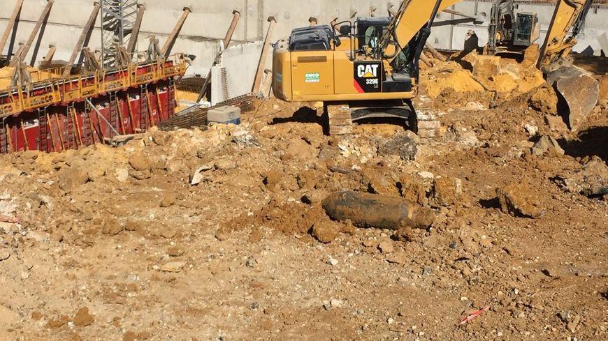 Un obus sur le chantier Louvois