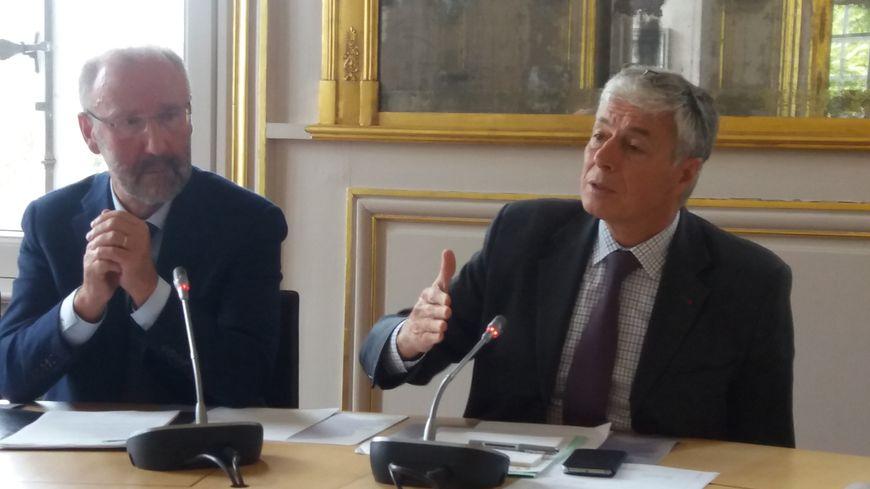 Le maire de Saint-Brévin, Yannick Haury et le préfet de Loire-Atlantique, Henri-Michel Comet.