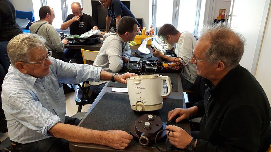 Les Repair Cafés : une alternative à l'obsolescence des appareils électroménagers