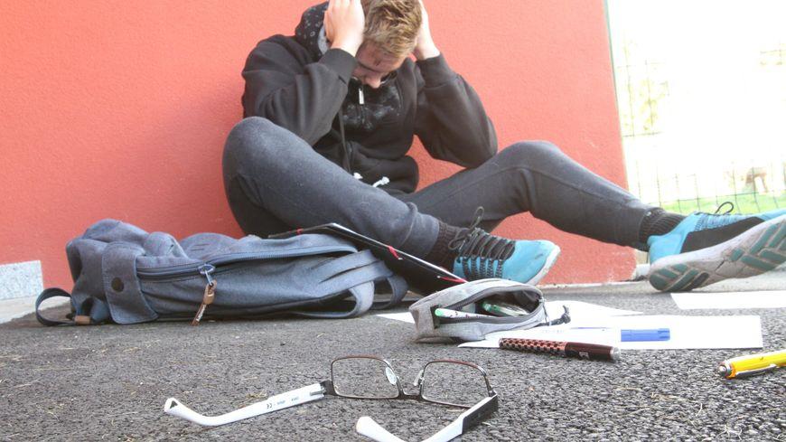 Le 3020, le numéro vert pour lutter contre le harcèlement à l'école