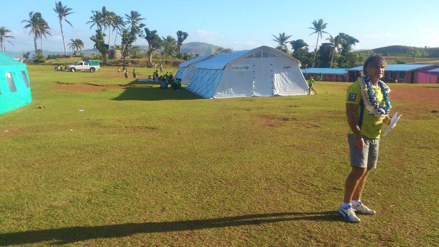 Franck Boivert devant les tentes de l'Unicef qui accueillaient les enfants - Aucun(e)