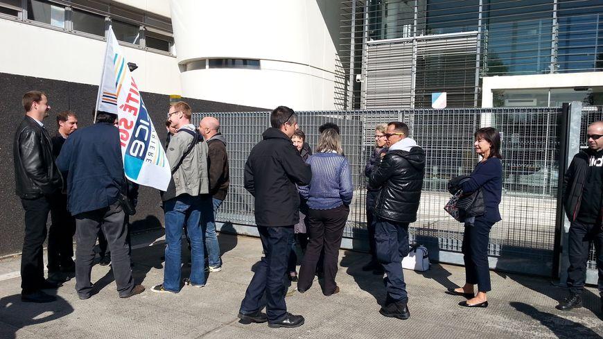 Le rassemblement organisé devant l'hôtel de police de Limoges.