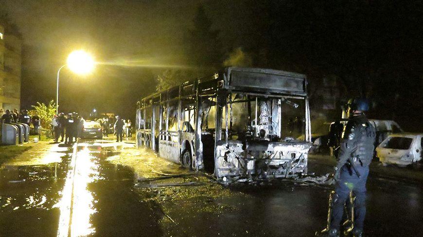 Résultats de recherche d'images pour «incendie bus Beaumont-sur-Oise»