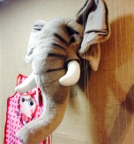 Cabeza trofeo elefante peluche
