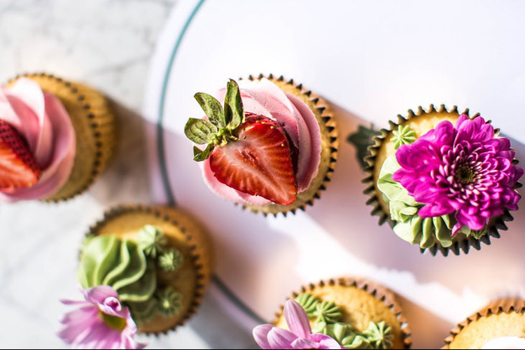 Cupcakes Galore Workshop! London for your hen weekend with hen Maximise