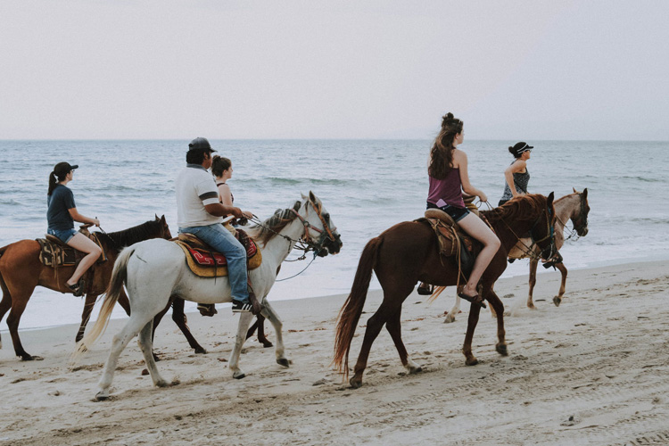 Horse ride for your's hen do in Valencia with Maximise