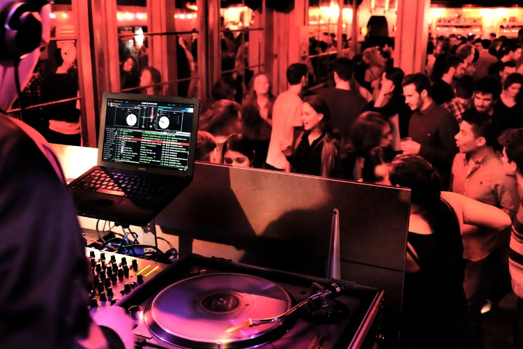 Tanzbar & Drinks | JGA in Brüssel | Crazy-JGA