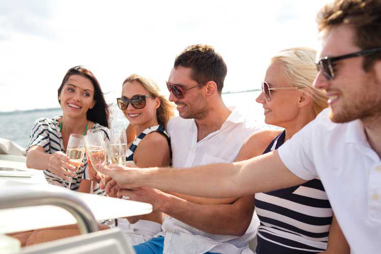 Hen party Budapest, hen weekend Budapest, hen party ideas Budapest, Hen weekend Budapest, Private River Cruise with Unlimited Drinks Budapest, Booze cruise Budapest