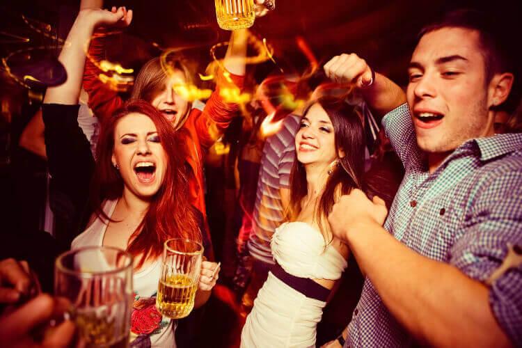 crazy night tournée des bars, bars, evg, activité enterrement de vie de garçon