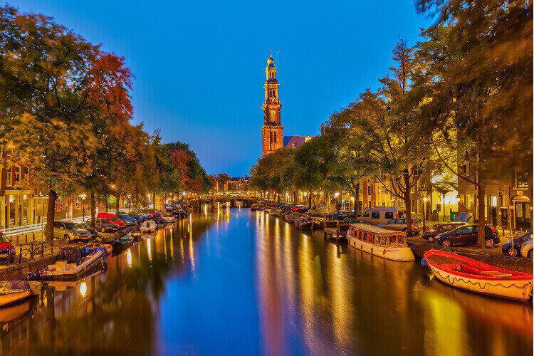 Bootstour mit Pizza & Bier mit Crazy-Junggesellinnenabschied in Amsterdam