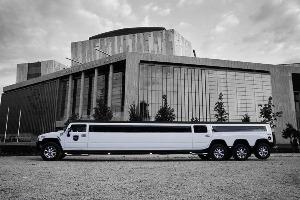 Transfert White H. Limo (22pers) pour mon EVG à Budapest | Enterrement de vie de garçon | idée enterrement de vie de garçon | activité enterrement de vie de garçon | idée evg | activité evg