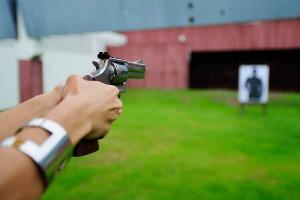 Schießen mit 3 Waffen für meinen JGA in Varsovie | Junggesellenabschied