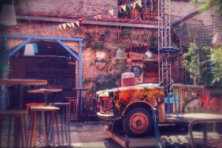 Ruin bars Budapest, Best Ruin Bars in Budapest, top Ruin Bars in Budapest, Hen weekends Budapest, hen Party Budapest, Budapest hen weekend, Budapest he do