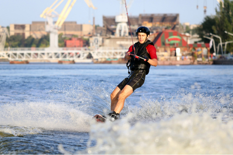 Water Ski  for my Hamburg Hen Party | Maximise Hen Weekends
