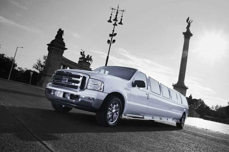 Ford Exc Limo 13pers Pour Mon Evg 224 Budapest