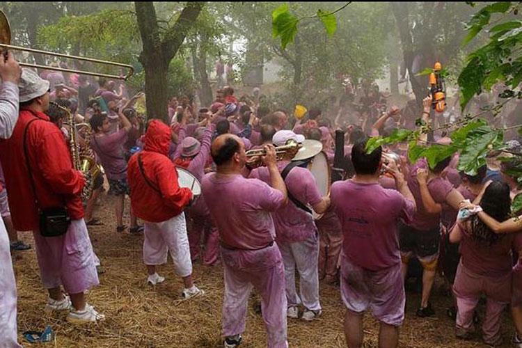 stag do festival in Spain, stag do ideas, stag do festivals, festival stag do, festival stag do ideas, festival stag weekend, festival stag weekend packages, stag do festivals, La Batalla del Vino