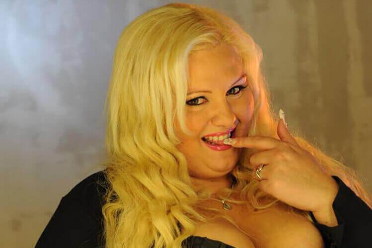 Enterrement de vie de garçon avec Crazy EVG-Prague-Striptease XXL.jpg