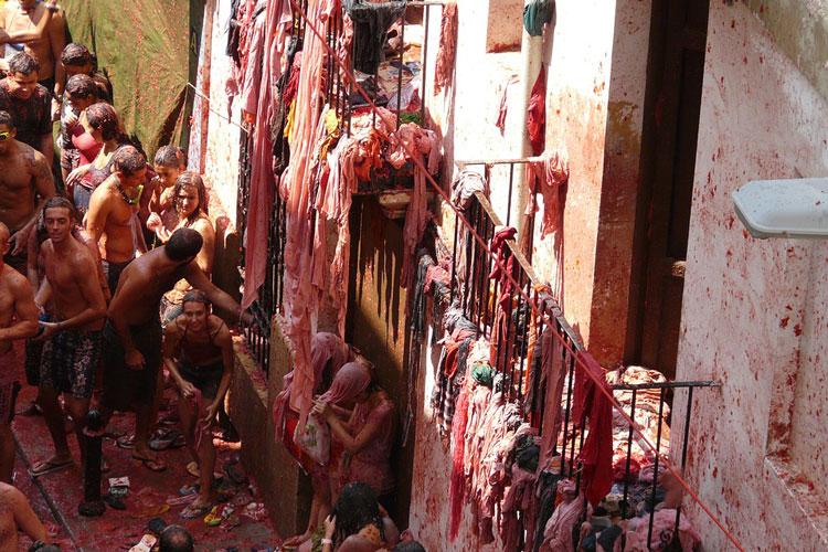 Spanish stag party festival, La Tomatina sta do, La Tomatina stag festival, stag do ideas, stag do festivals, festival stag do, festival stag do ideas, festival stag weekend, festival stag weekend packages, stag do festivals