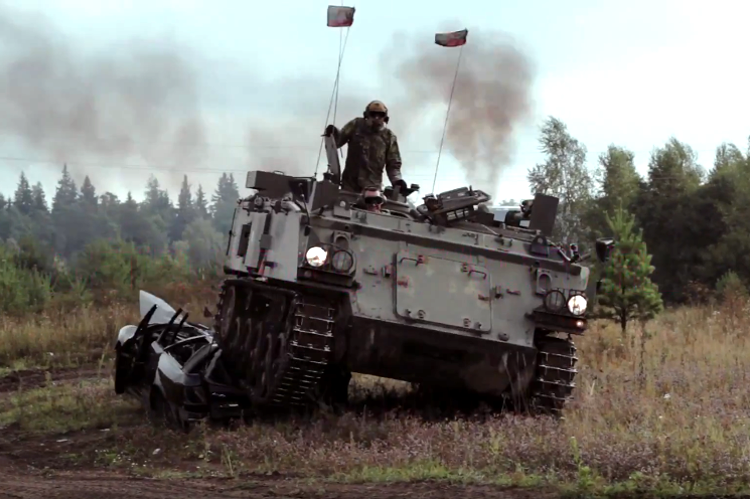 conduite tank, conduite char d'assaut, tank riding, balade en tank, blindé, activité enterrement de vie de garçon