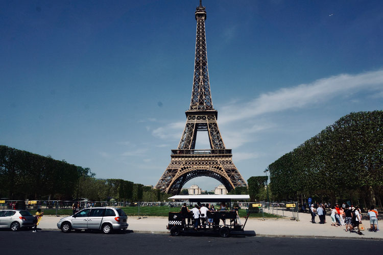 Le beer bike à Paris pour votre enterrement de vie de jeune fille avec Crazy EVJF