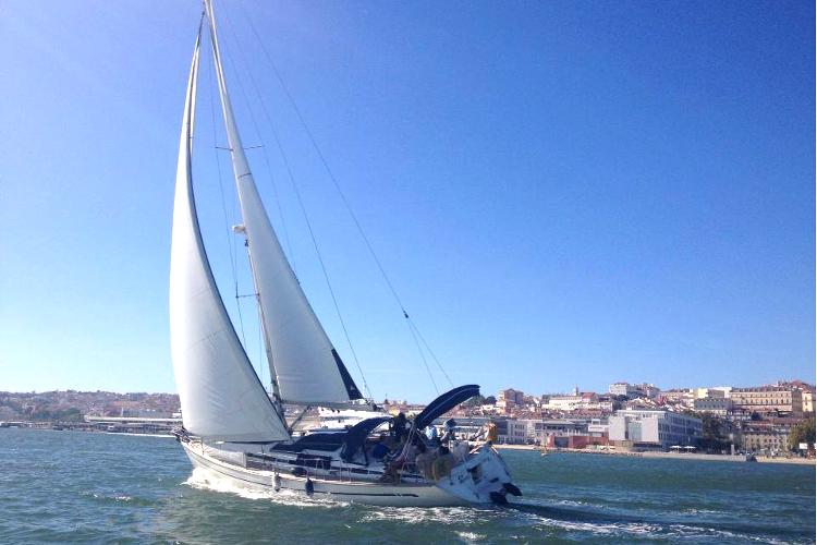Enterrement de vie de jeune fille Crazy EVJF Lisbonne voilier striptease