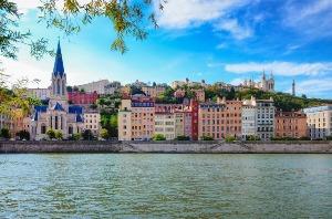 Enterrement de vie de jeune fille à Lyon : découvrez nos packages ou choisissez votre programme à la carte pour un EVJF unique à Lyon.