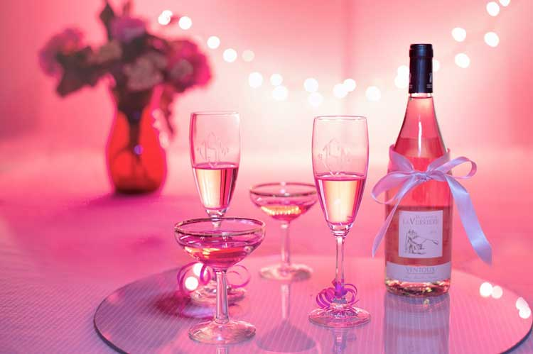 Bar & Pink Bubbles London for your hen weekend with hen Maximise