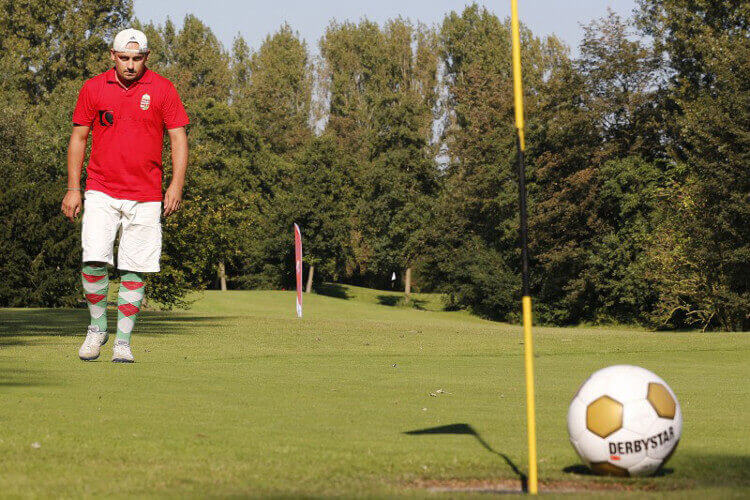 Foot golf à Liverpool pour votre enterrement de vie de garçons avec Crazy-EVG