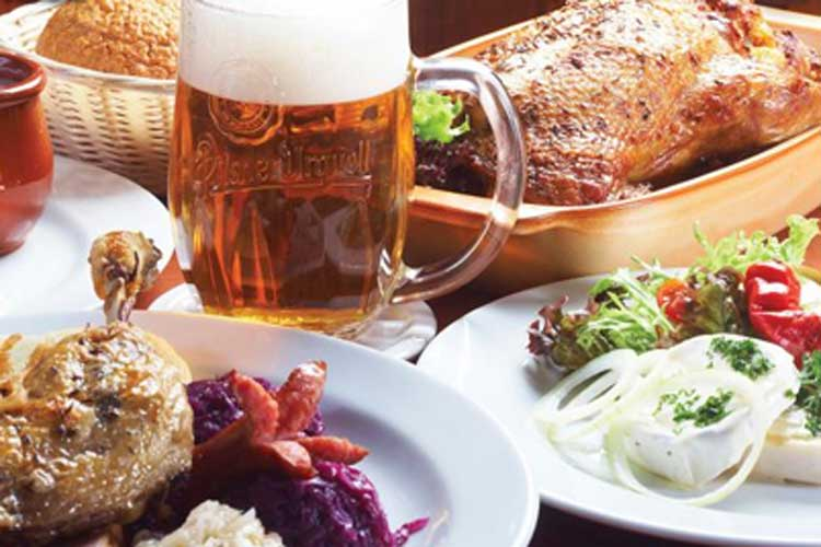 Traditional Dinner MUN for my Munich Hen Party | Maximise Hen Weekends