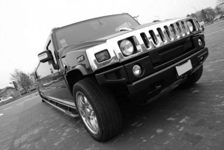 Hummer Limo Airport Transfers for my Cracovie Hen Party   Maximise Hen Weekends