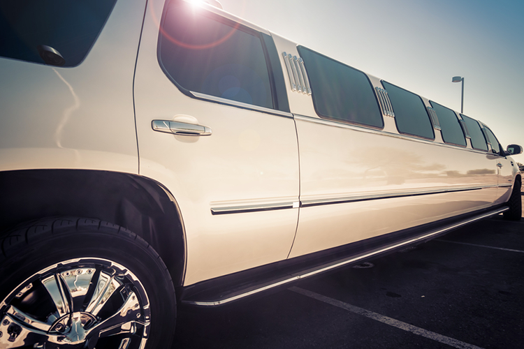 Chrysler Limo Airport Transfers for my Cracovie Hen Party | Maximise Hen Weekends