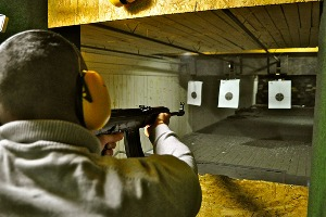 Shooting 4 Armes pour mon EVG à Bratislava | Enterrement de vie de garçon | idée enterrement de vie de garçon | activité enterrement de vie de garçon | idée evg | activité evg