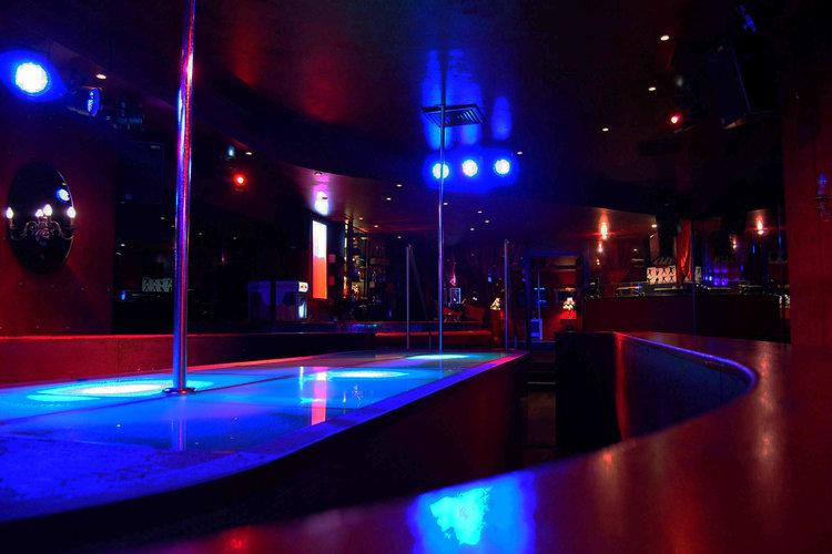 Bar berlin strip A Visit