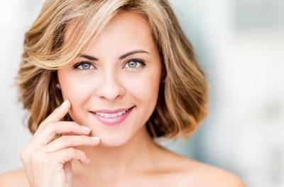 Amsterdam-Centrum: gezichtsbehandeling, naar keuze met wenkbrauwen verven bij Beauty Salon Silvia