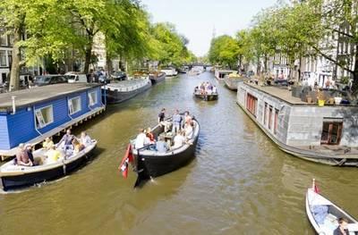 Sloepdelen: 4 uur varen door Amsterdam, Haarlem of Leiden met max. 12 personen