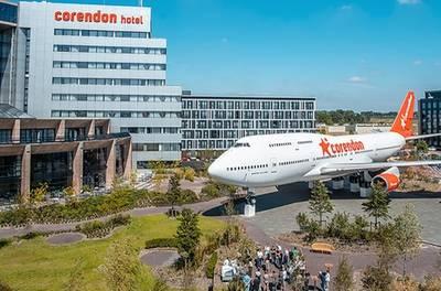 Nabij Amsterdam: twinkamer voor 2 met ontbijt, diner, late check-out en parkeren in Corendon Village Hotel