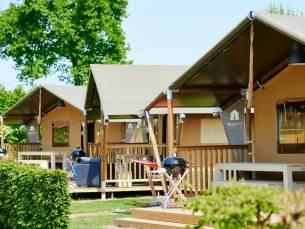 Verblijf in een gloednieuwe villatent Luxe op een camping in de Betuwe