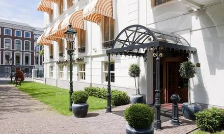 Dichtbij het strand: Classic of Royal tweepersoonskamer in 4* Lifestyle Hotel Carlton Ambassador