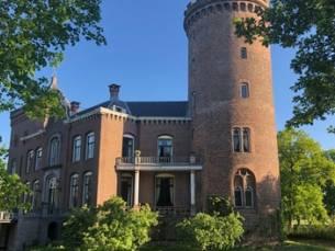 Utrechtse heuvelrug: 1 of 2 nachten voor twee op Kasteel Sterkenburg met ontbijt en naar keuze romantisch pakket