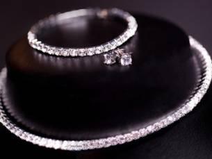 Set bestaande uit een ketting, armband en oorbellen gemaakt met Swarovski®-kristallen
