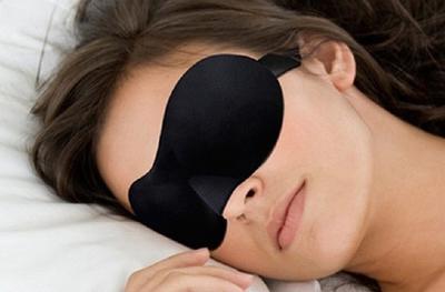 1 of 2 zwarte of paarse 3D-slaapmaskers