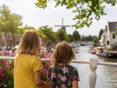 Verblijf in een luxe villa op een vakantiepark in Friesland nabij Dokkum