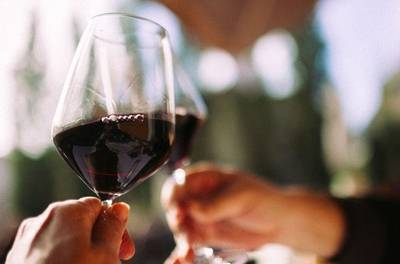 Keizersgracht: luxe High Wine met hapjes voor 2-4 personen bij Morlang in Amsterdam
