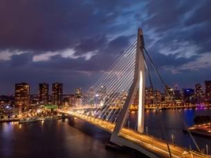 Hartje Rotterdam: standaard twin/double kamer voor 2 personen, naar keuze met ontbijt bij 4* Savoy Hotel Rotterdam