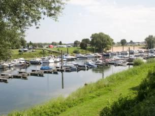 Vakantiepark aan het water bij de Rhederlaagse Meren