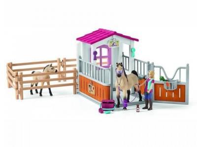 Schleich 42369 Paardenbox met Paarden (Arabieren) en Verzorgster