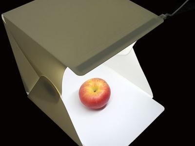 Opvouw- en draagbare lightbox fotografiestudio, met LED verlichting, 24cm. grootte.