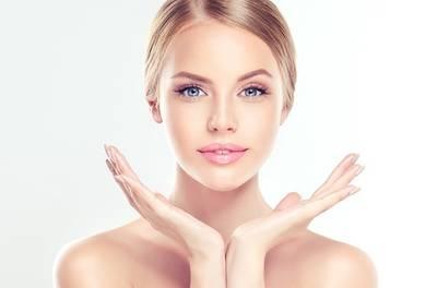 """Liftende """"PlexR""""-behandeling zonder snijden, van hals, decolleté of gezicht bij Perfect You Clinic op 5 locaties"""